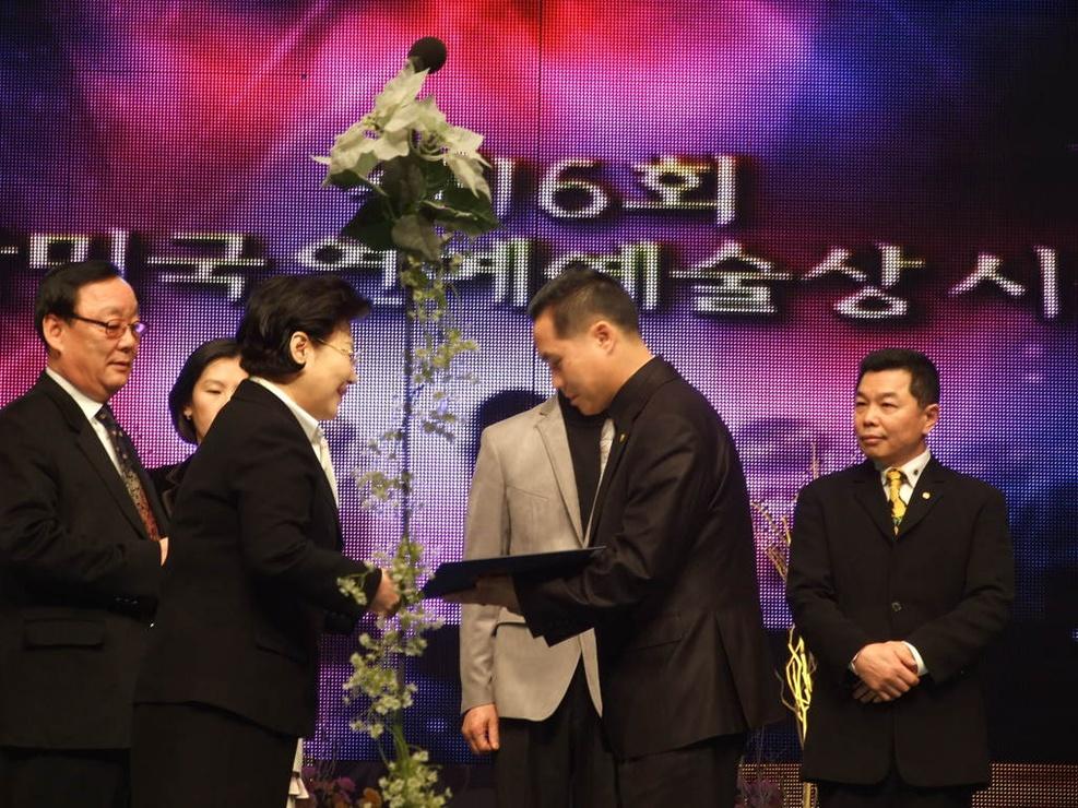 제16회 대한민국 연예예술상 수상(주정관 지회장님)1.jpg